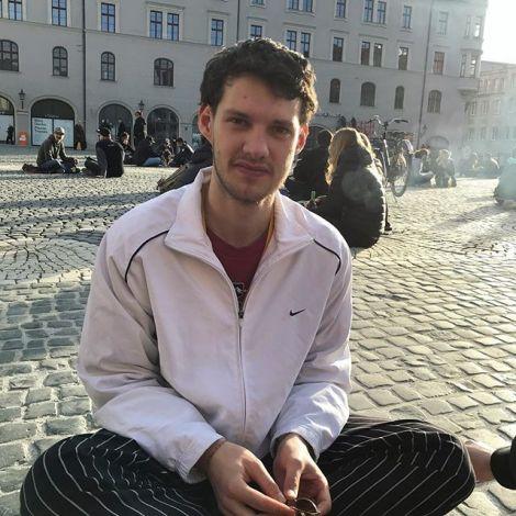 SERVUS & ADIÓS, Rathausplatz. Ab sofort werde ich für @studierenweltweit…
