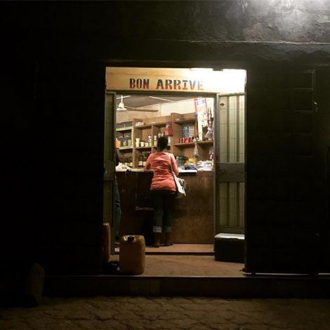 Bonne arrivé in der Boutique! #ouaga #boutique #tanteemma #erlebees #alltag…