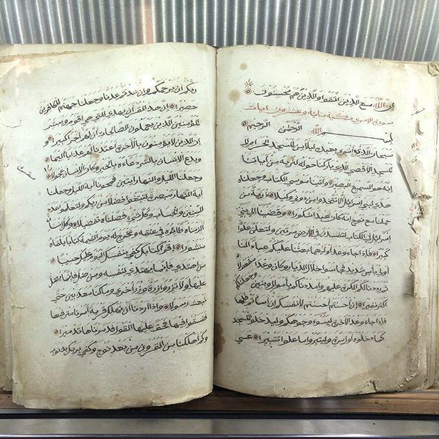 Dieser Koran ist ein handgeschriebenes Exemplar aus dem 18. Jhd. Der Schreiber…