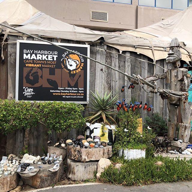 Heute haben wir den Tag beim berühmten Hout Bay Market verbracht. Fazit? Für…