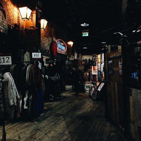 London Camden Market hat viele versteckte Ecken. Diese hier ist ein alter…
