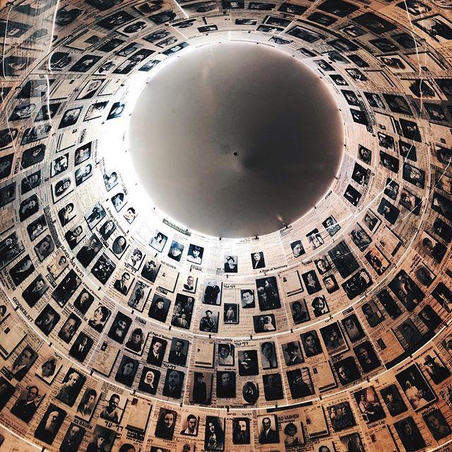 Blick ins Dach der Gedenkstätte Yad Vashem.