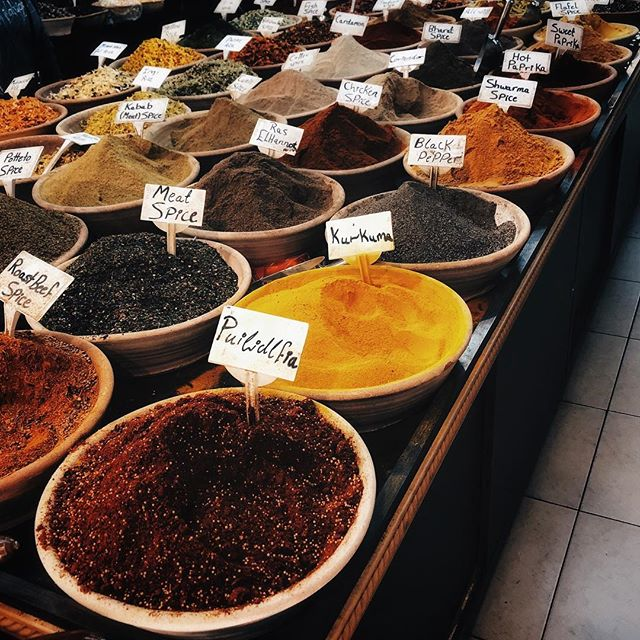 Gewürze auf einem Markt in Jerusalem.