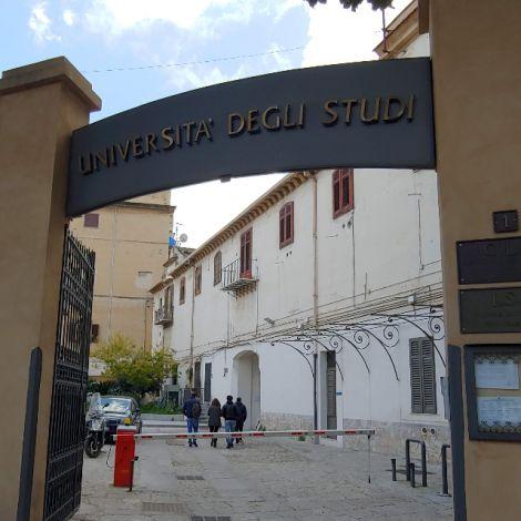 Eingang zum Sprachzentrum der Universität Palermo