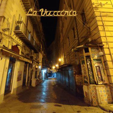 Eingang zur Vucciria, der Feierstraße in Palermo.