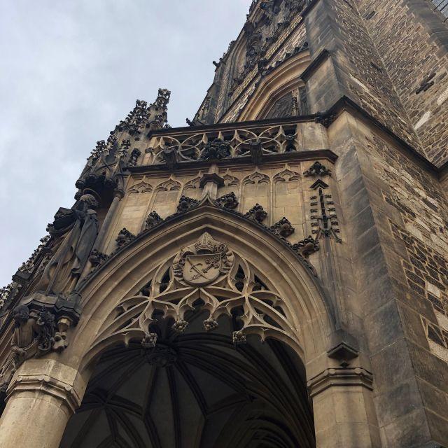 Blick auf eine Kirche.