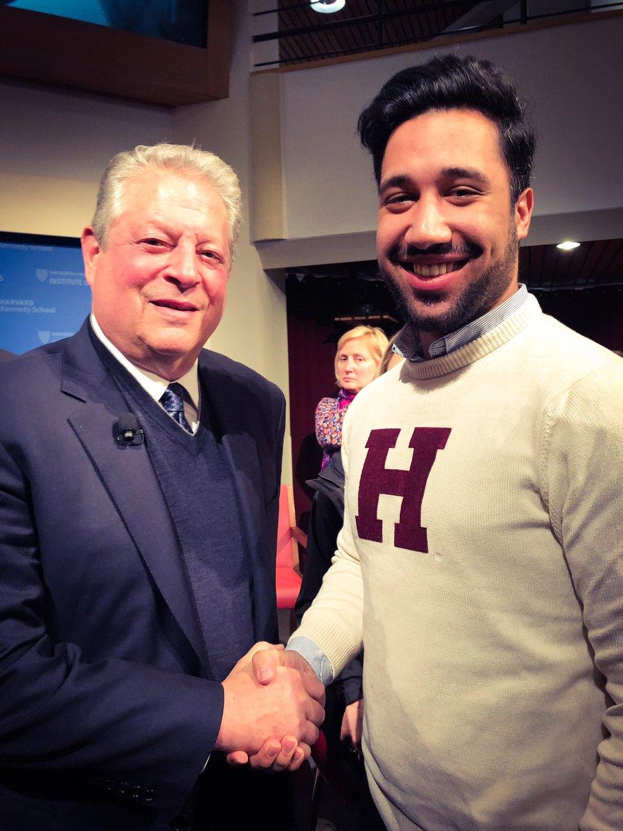 It was amazing to meet Al Gore at the Harvard Kennedy School! #erlebees…