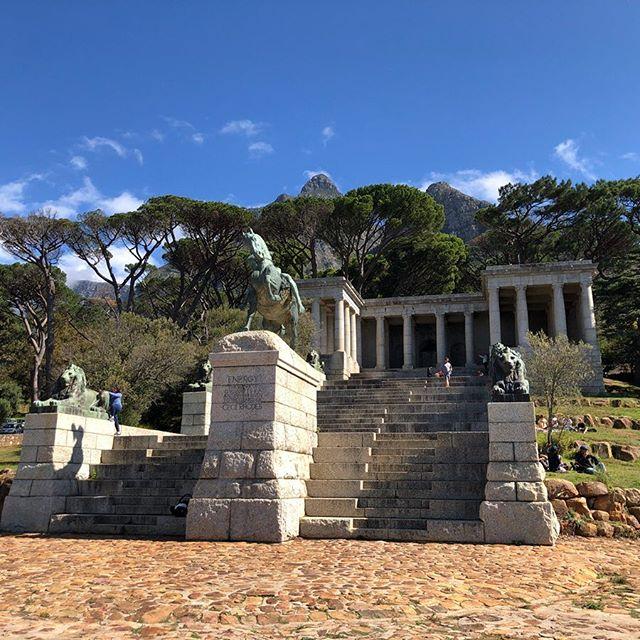 Das Rhodes Memorial ist ein beeindruckendes Monument, gebaut 1912 zu ehren…