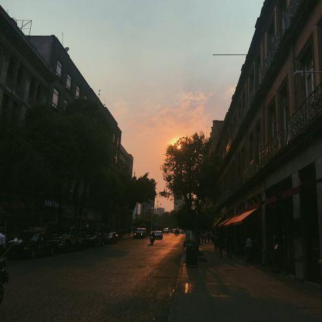 Dass der #Sonnenuntergang trotz unendlich viel #Smog trotzdem schön sein kann,…