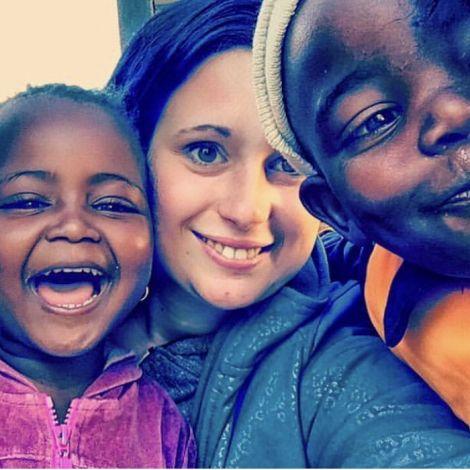 Bild von zwei farbigen Kindern in einer Kita in den Townships von Südafrika mit Michelle Grebe