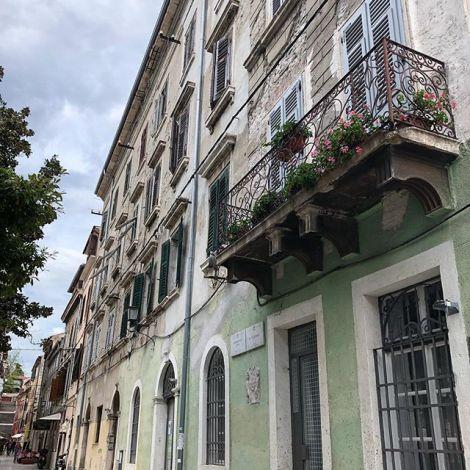 Raus aus der farbenfrohen Stadt #Rovinj und ab nach #Pula. Auf der Karte sah…
