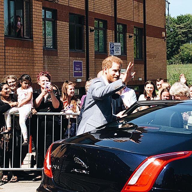 Gestern hatte Oxford hohen Besuch. HRH Prinz Harry war zu Besuch in drei…