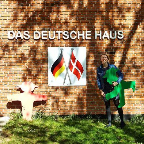 Jeden Dienstag und Donnerstag helfe ich im Deutschen Haus mit Schüler von…