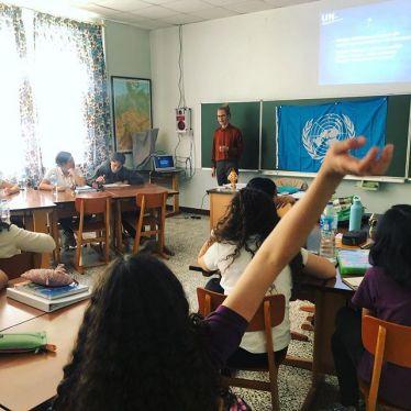 """Das Projekt """"UN im Klassenzimmer"""" der Deutschen Gesellschaft für die…"""