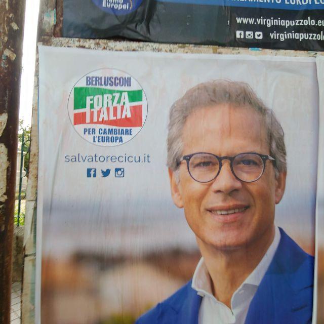 Auch im Jahr 2018 wird mit Berlusconi um Stimmen geworben.
