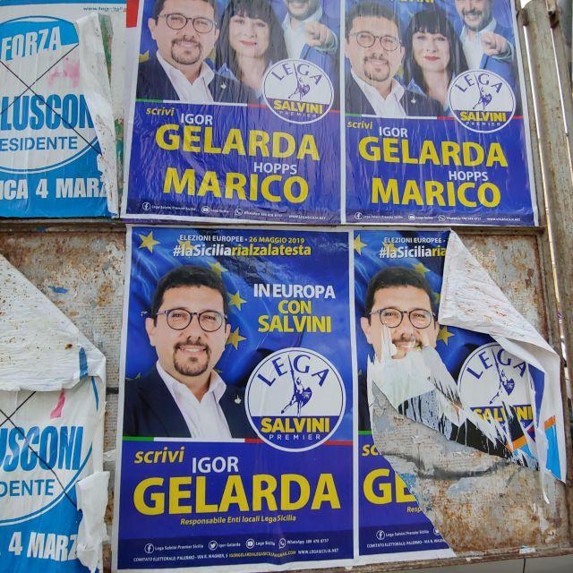 Wahlplakate der Lega. Salvini darf als prägende Figur nicht fehlen, obwohl er überhaupt nicht zur Europawahl selbst antrittt.