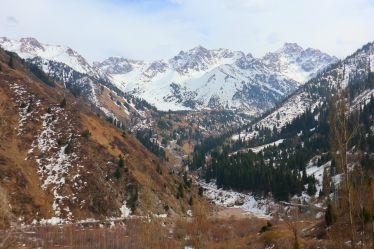 Bergpanorama nach bereits 30 Minuten Busfahrt