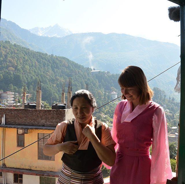 Meine Amala und ich in traditionell tibetischer Kleidung - der sogenannten…