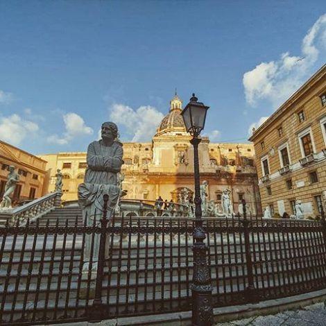 Shame 🔔 #piazzapretoria #palermo #centrostorico #history #art #erlebees…