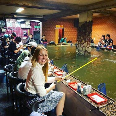 """Beim Indoor Prawn Fishing 🦐 lautet das Motto : """"Du isst, was du…"""