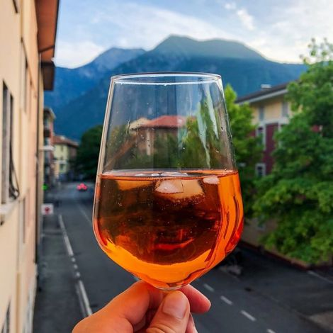 Apartments with a view. And Spritz. #italy #erlebees #trento #aperol…