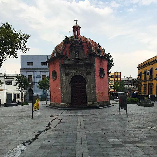 Der schiefe Turm von Mexiko-Stadt. .…