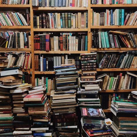 Direkt vor meiner Haustür gibt es so unglaublich viele riesige Buchläden,…