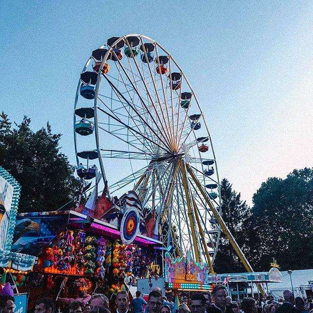 Noch ein letztes Mal ein bayrisches Volksfest genießen, bevor es dann für…