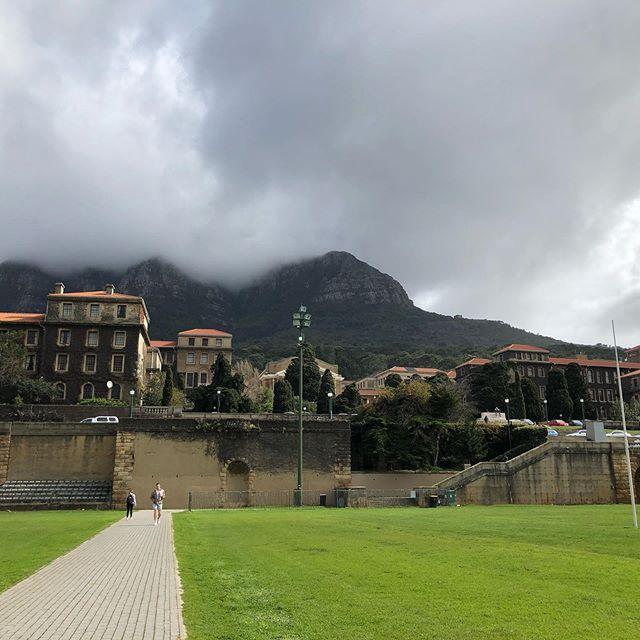 Welcome to University of Capetown #uct im Hintergrund #devilspeak #erlebees…