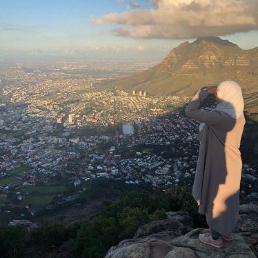 Der Ausblick auf Kapstadt ist einmalig. Zu meiner rechten seht ihr den hinteren…