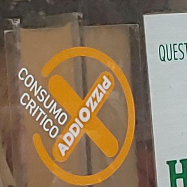 Die öffentliche Weigerung, Schutzgeld an die Mafia zu bezahlen, findet man in vielen Geschäften in Palermo. Hier im Schaufenster einer Bar.
