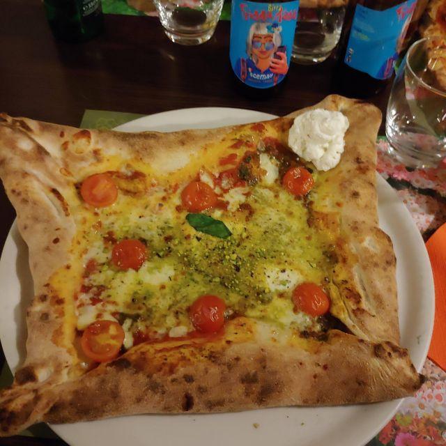 Die beste Pizza, die ich in Palermo gegessen habe: Quadri-Pizza mit gefülltem Rand.