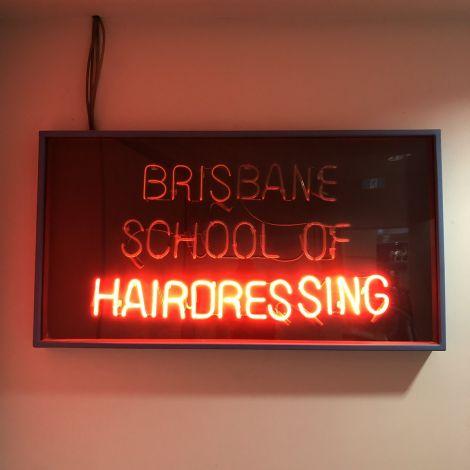 Geld sparen in #Australien? Anstatt zu einem regulären Friseur zu gehen,…