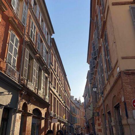 Ich bin verliebt in die Hauserfassaden in Toulouse! Kein Haus ist wie das…