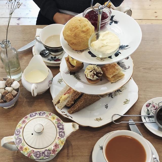 Afternoon Tea kann ich sehr empfehlen! Das Foto ist im Hidden Lane Tearoom in Glasgow entstanden.