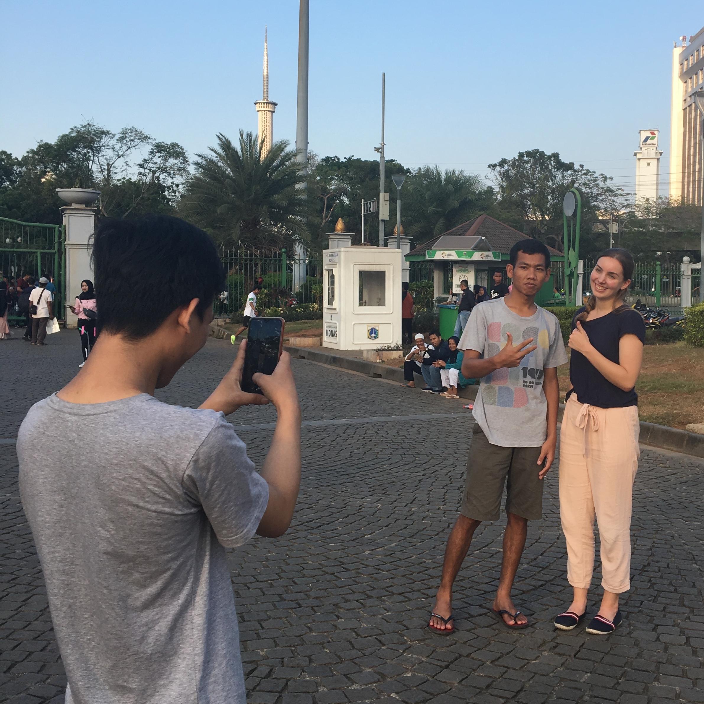 Plötzlich ein Star: Von Paparazzi verfolgt in Jakarta