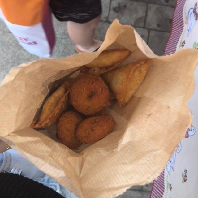 Samoussas sind kleine Teigtaschen aus Indien
