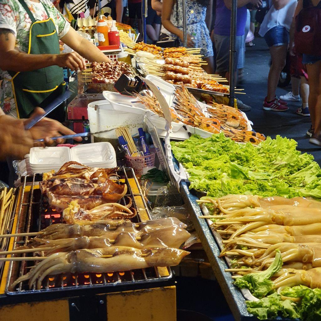 Essen an Streetfoodständen in Bangkok