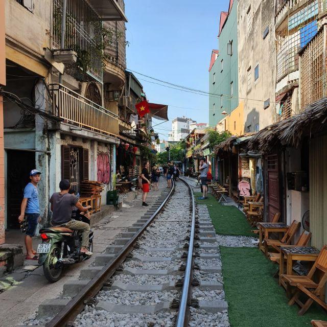 Die schienen in der Train Street Hanoi