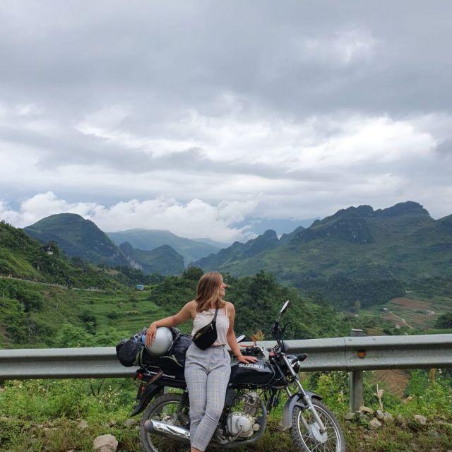 Ich am posen mit meinem Motorrad