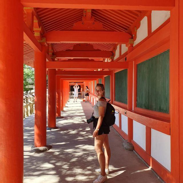 Ich vor einem Tempel