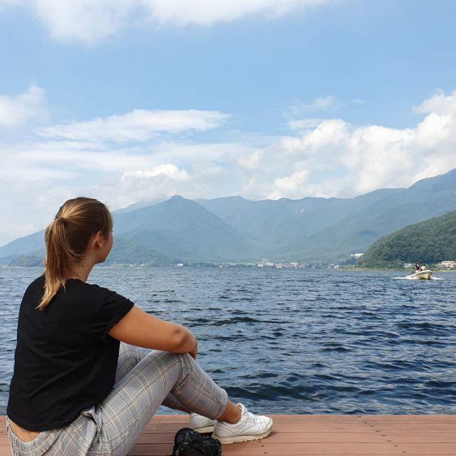 Ich vor einem See beim Mount Fuji