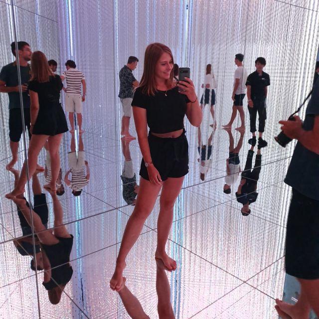 Im Museum für moderne Kunst in Tokyo die TeamLab Planet Ausstellung erkundet
