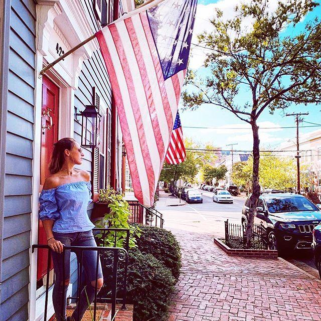 Flaggen, Flaggen und noch mehr Flaggen, die Amis lieben ihre Flagge und hängen…