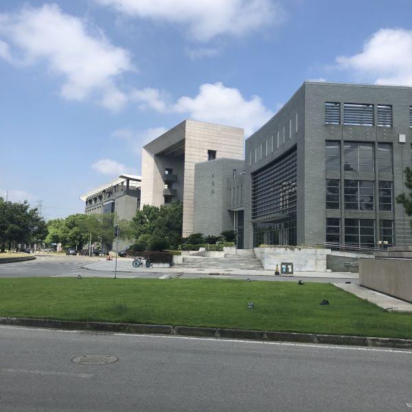 Die Architektur der Gebäude des Jiading Campus kann sich sehen lassen.