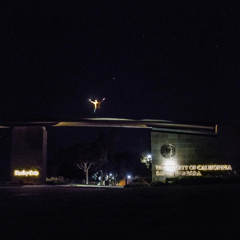 Henley Gate ist das Eingangsportal zum UCSB Campus. Hier fährt man mit dem Bus…