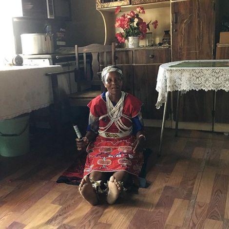Schon einmal bei einer Wunderheilerin gewesen? In Lesotho, einer königlichen…