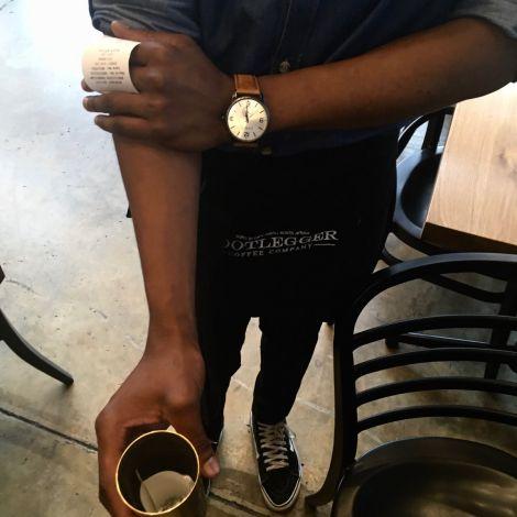 Beim Bezahlen in Restaurants und Cafés, begegnet mir des Öfteren diese Geste.…