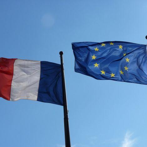 Frankreich und EU-Flagge