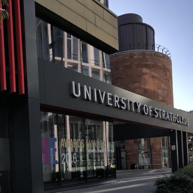 Die Uni wurde schon mehrfach für die hervorragende Business School ausgezeichnet. Ich habe zum Glück auch eine Vorlesung in diesem schönen, neuen Gebäude.